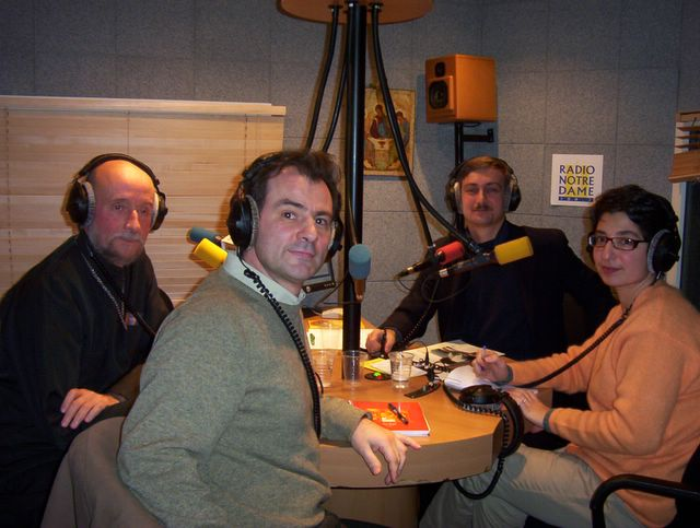 """În studioul radioului Notre Dame din Paris, în timpul unei emisiuni """"L'Eglise orthodoxe aujourd'hui"""" în direct"""
