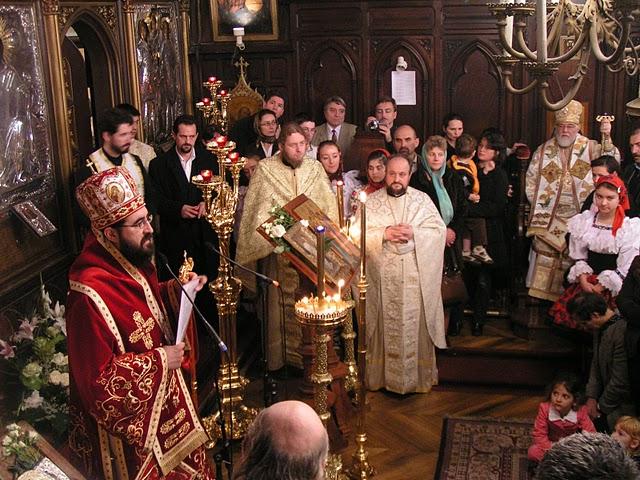 IPS Iosif citește mesajul Prea Fericitului Daniel, noul Patriarh al României, la Biserica română din Paris, în 25.11.2007