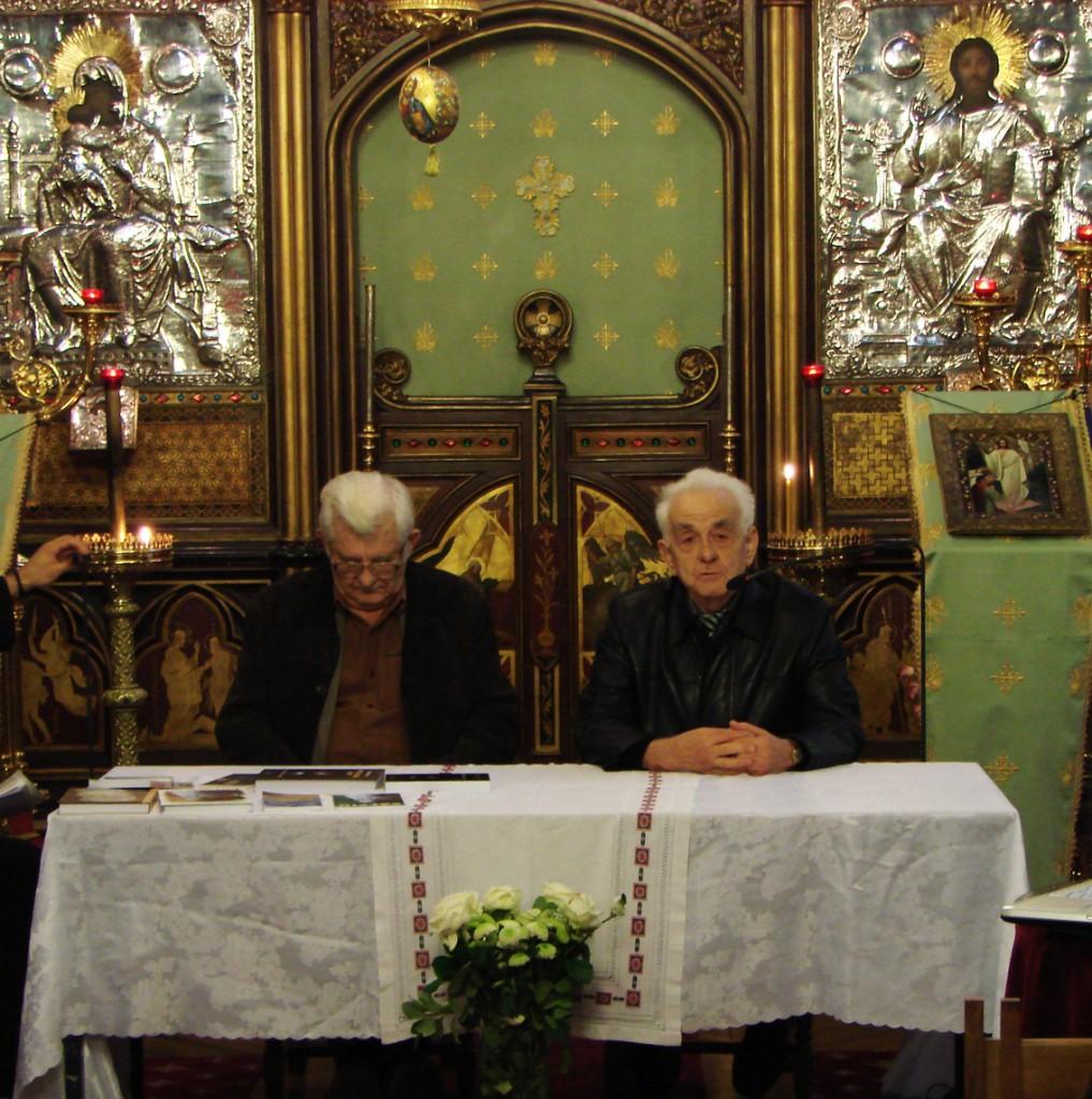Alături de Marcel Petrișor, Demostene Andronescu vorbind despre Părintele Calciu