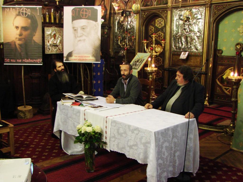 Părintele Emilian Marinescu, alături de Lucian Popescu și Răzvan Codrescu