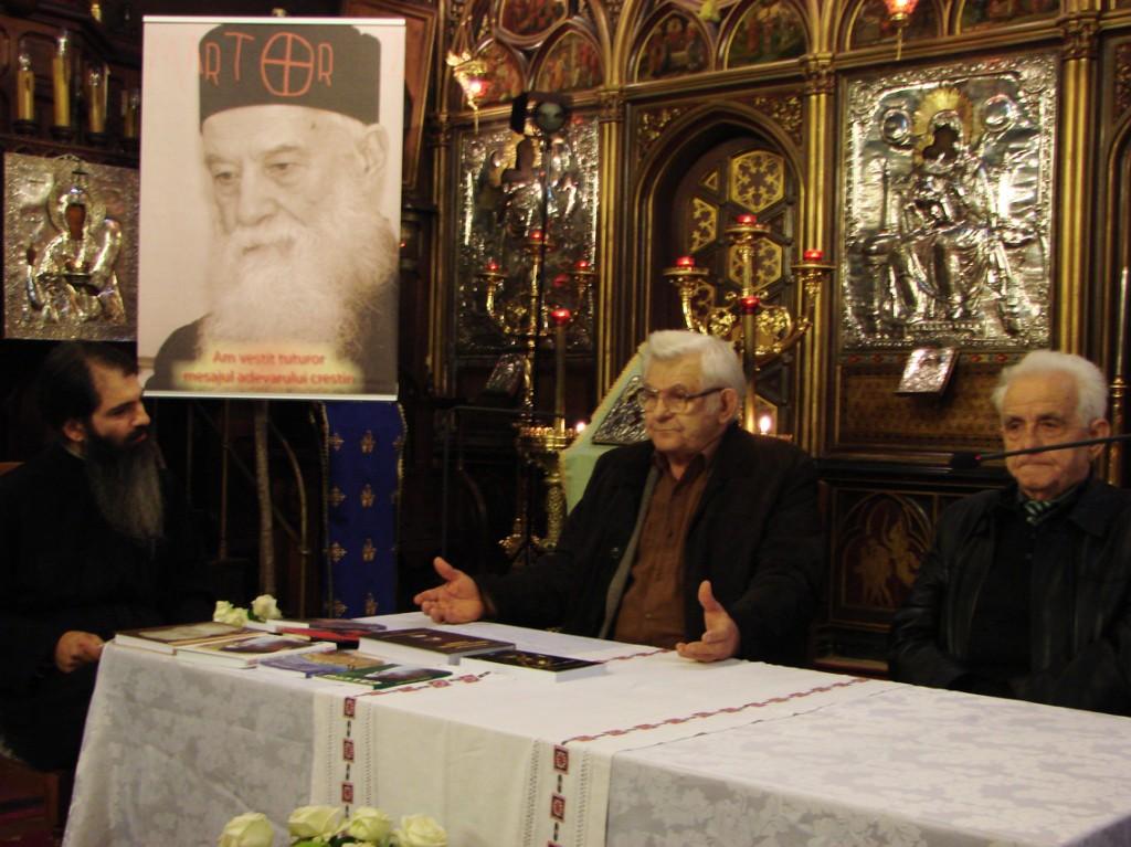 Părintele Emilian Marinescu, alături de Marcel Petrișor și Demostene Andronescu