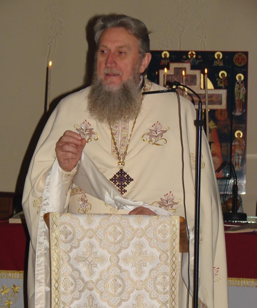 Părintele Vasile Mihoc predicând duminică în biserica românească Sfântul Nicolae din Bruxelles