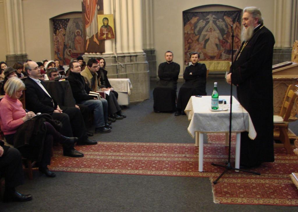 Părintele Vasile Mihoc vorbind duminică la parohia românească Sfântul Nicolae din Bruxelles