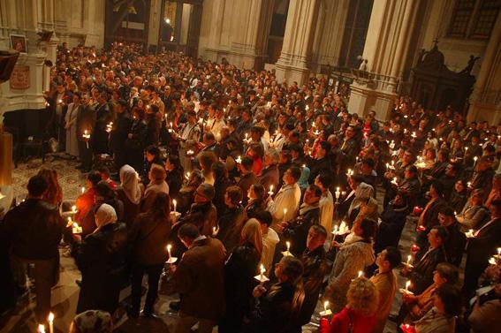 Parohia ortodoxă română Buna Vestire la slujba Învierii oficiată anul trecut în biserica Sainte Catherine