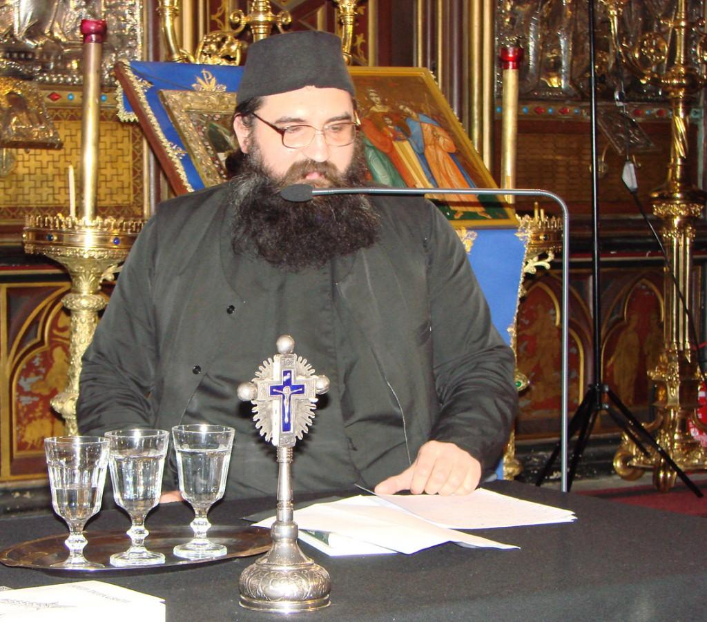 Părintele Moise Iorgovan de la Oașa vorbind despre Valeriu Gafencu în Catedrala Ortodoxă Română Sfinții Arhangheli din Paris
