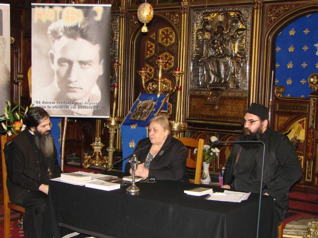 Pr. Emilian Marinescu, Carmen Ghiță și monahul Moise Iorgovan la evocarea lui Valeriu Gafencu în Catedrala Ortodoxă Română din Paris, 25.02.2012