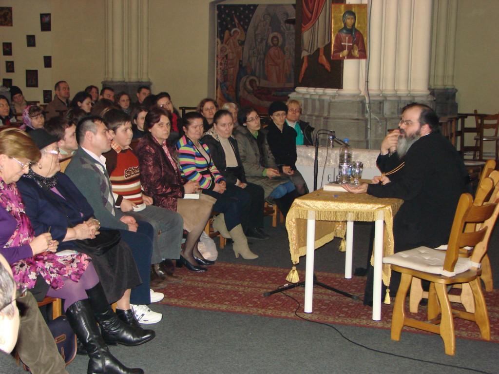 PS Episcop Ignatie Mureșanul vorbind în Catedrala Ortodoxă Română Sfântul Nicolae din Bruxelles