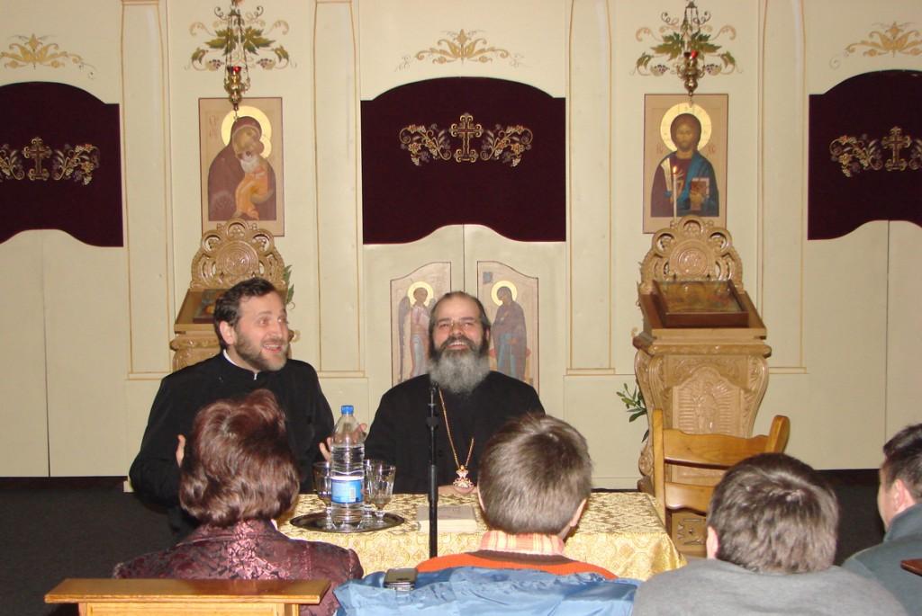 Pr. paroh Patriciu Vlaicu și PS Episcop Ignatie vorbind în Catedrala Ortodoxă Română Sfântul Nicolae din Bruxelles